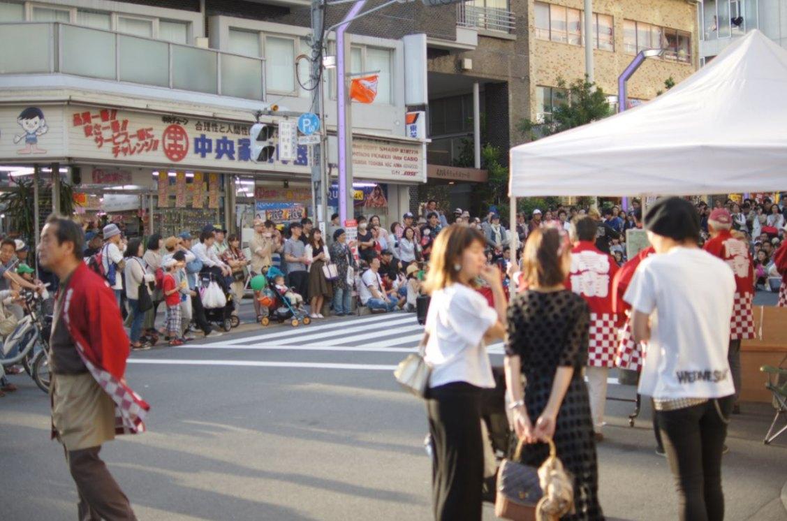 高円寺の広い通りに出ます。