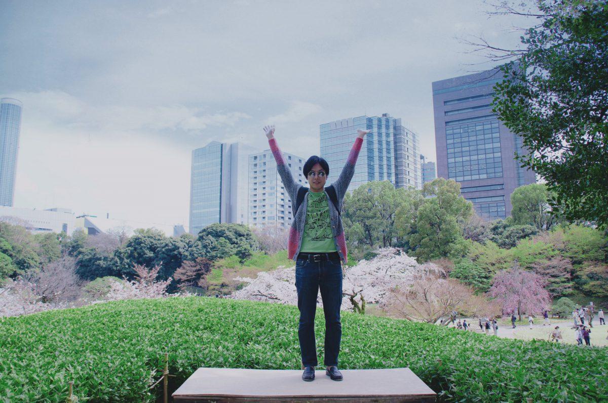 こんな感じの台があって桜をバックに写真が撮れます。